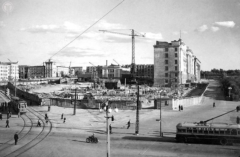Строительство дома площадь Революции, 1. велось с 1953-1956г.г.