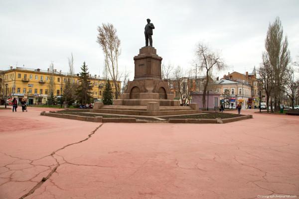 Revolution_square_(Samara)_01