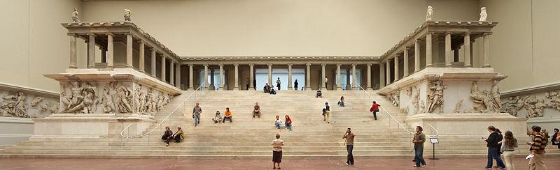 Berlin-Pergamonmuseum-Altar_01