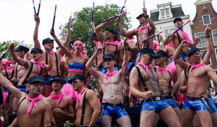 Парад геев фото