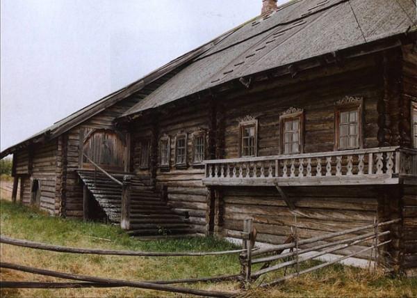 старинный деревянный дом XIX век