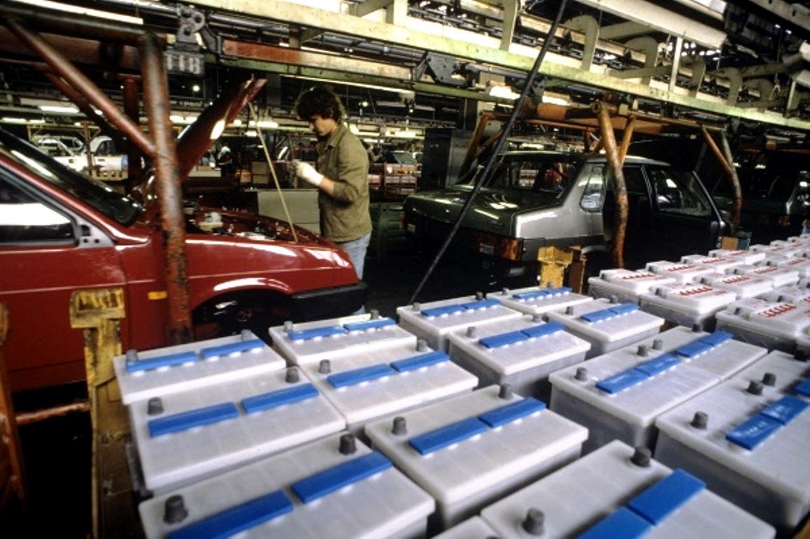 Сборка на конвейере волжского замена подшипника задней ступицы транспортера