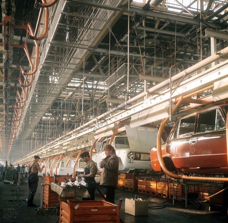 Сборка на конвейере волжского цепной конвейер поворотный