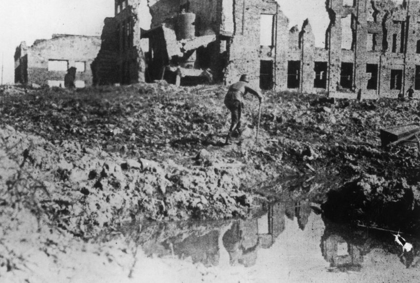 an overview of the battle of stalingrad Immortalised by numerous films, including the star-studded thriller enemy at the gates, the battle of stalingrad was one of the most decisive clashes of the eastern front in world war two and ended in a catastrophic defeat for the nazis.