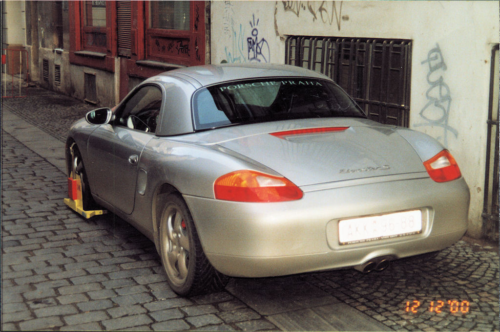 Porsche Boxter  3q back