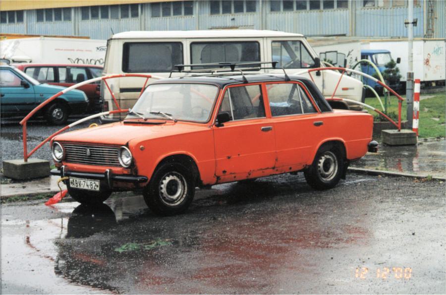 Vaz 2101 3q front