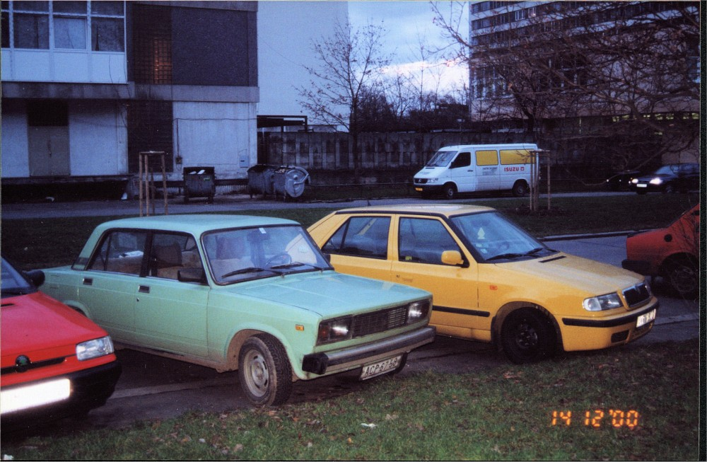 Lada Nova (Vaz 2104) & Skoda Felicia 3q front