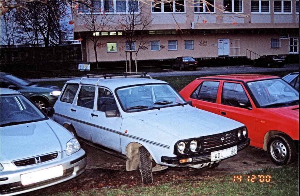 Dacia 1310 3q front