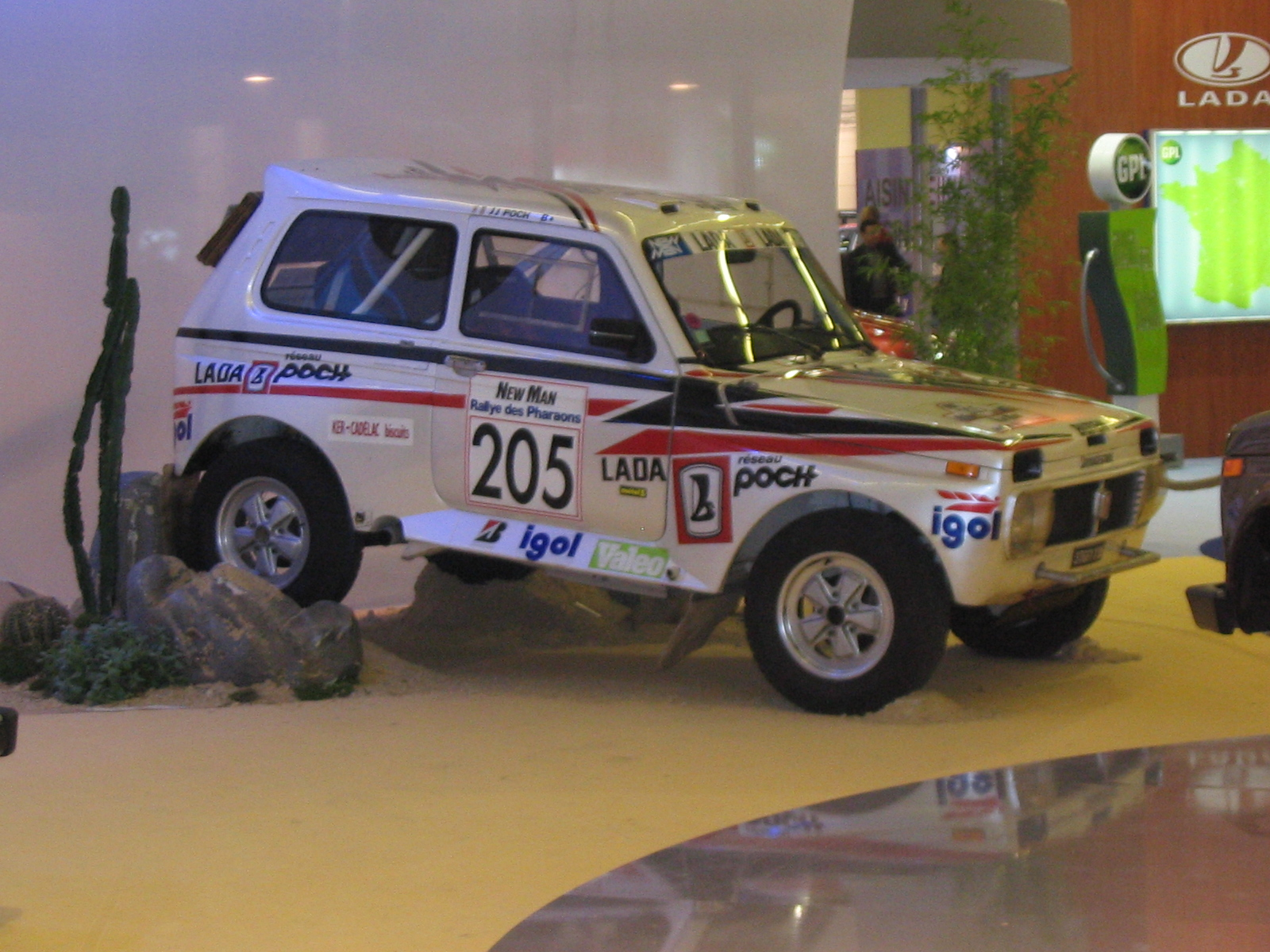 2004 Lada Niva rally_3q_side