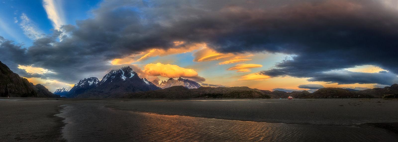 Landscape-Argentina-Ptagonia-LagoGrey-1098 Panorama-Orton-Web.jpg