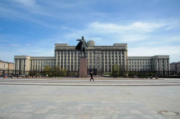 Городу возвращено историческое название. 6 сентября 1991.