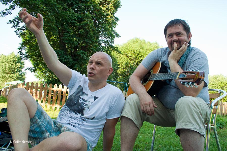 лег спать, фото музыкальной группы туристы из украины увидел это член