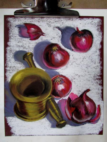 натюрморт с красным луком и  ступкой