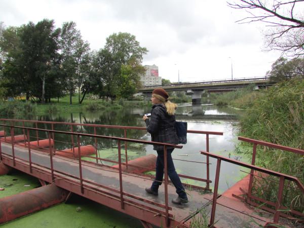 через мост