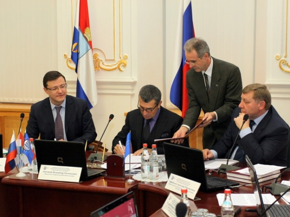 Дмитрий Азаров на подтанцовках у Владимира Аветисяна