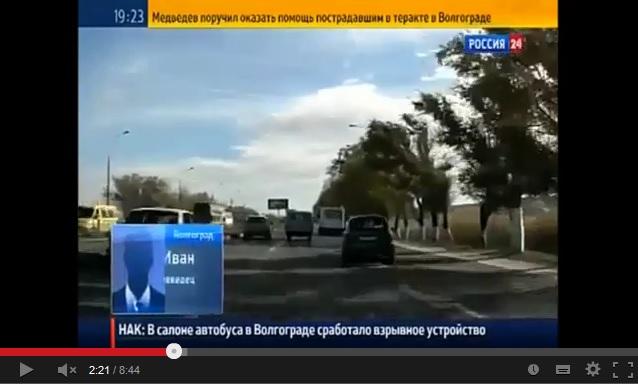 С 2:19 автомобиль с будущими свидетелями, якобы видевшими, как 'вошла женщина в хиджабе'