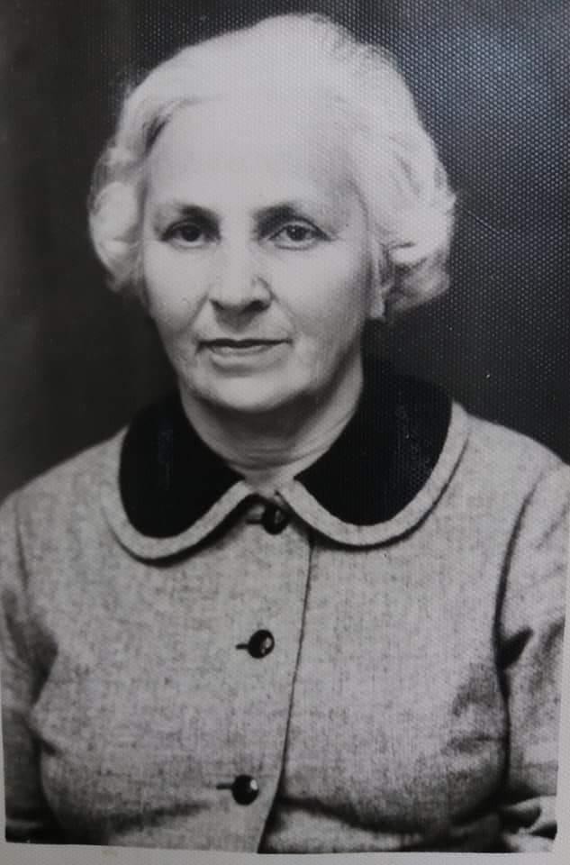 Моя бабушка Кочиева (Хъоцыты) Вера Бидзиновна (1905-1972). Врач-инфекционист, кавалер Ордена Ленина. Долгое время проработала заведующей областной лабораторией.