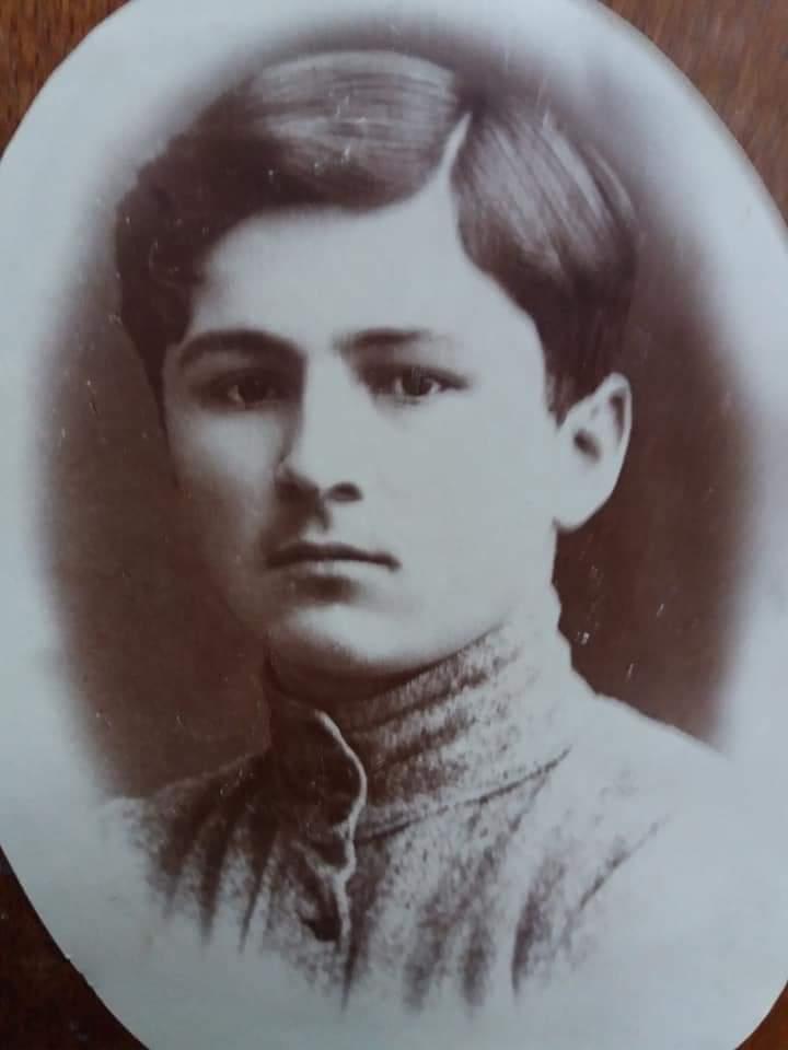 Мой дед Абаев Сергей Фёдорович в юности.
