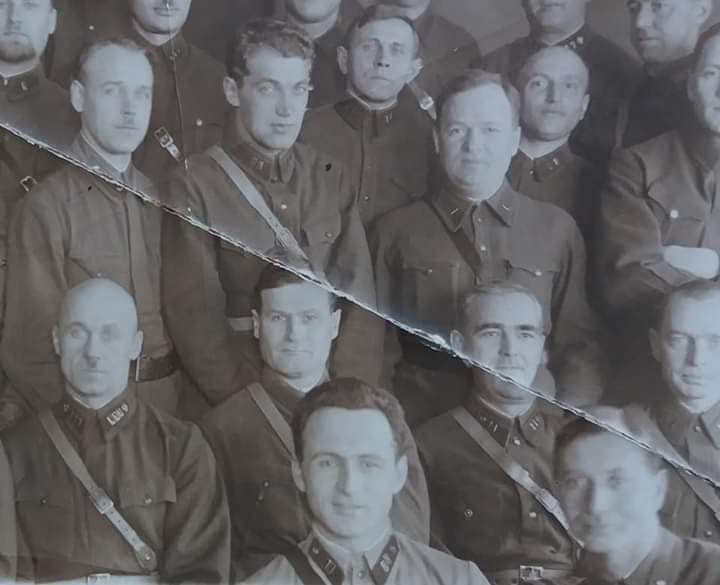 Мой дед Абаев Сергей Фёдорович (на переднем плане, в светлой гимнастерке) со своими коллегами - военными хирургами.