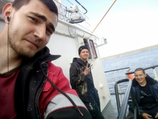 Капитан Бурковский и практиканты.jpg