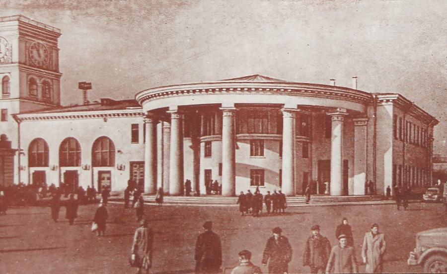 Станция «Вокзальная». Общий вид наземного вестибюля со стороны Привокзальной площади