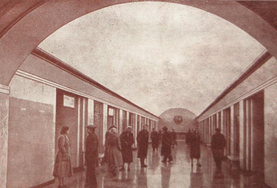 Станция «Крещатик». Подземный вестибюль