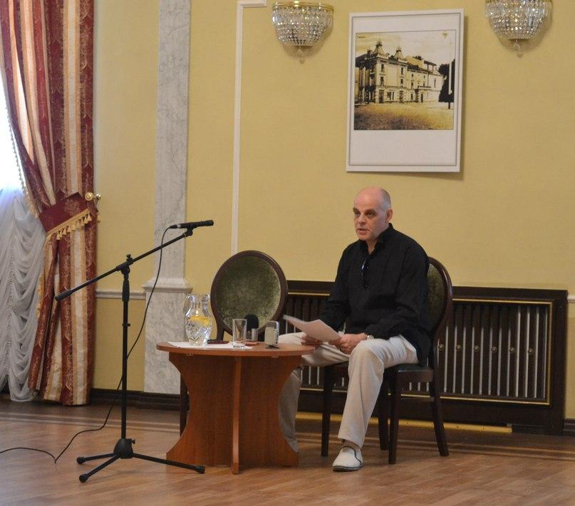 Олег Жюгжда, відкриття круглого столу та обговорення вистав