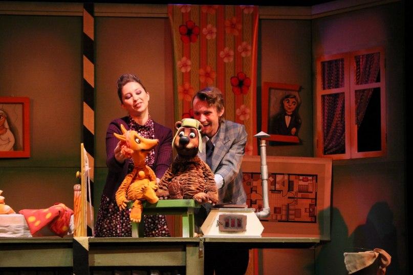 Сцена з вистави Лисиця та Ведмідь. Рязанський театр ляльок