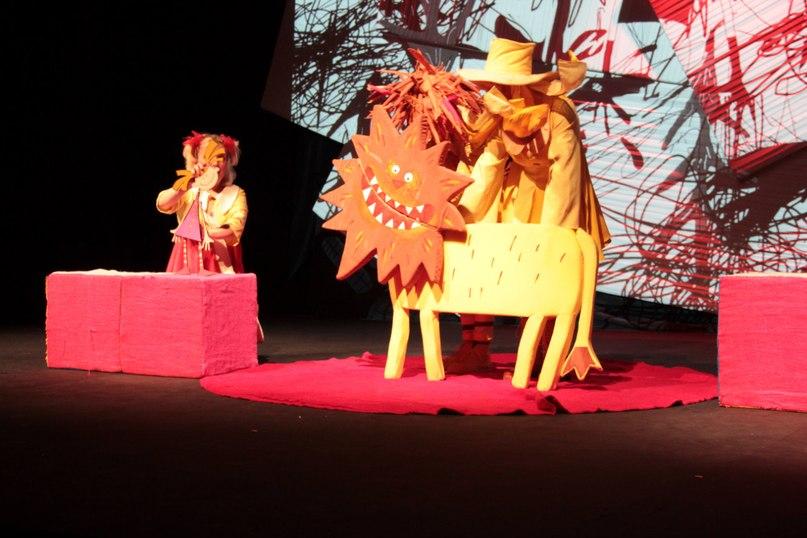 Сцена з вистави Чарівна кисть, Могільовський театр ляльок