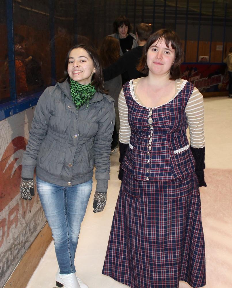 Юля с Шарой на катке
