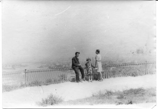 Мама с Ирой на Влад горке.jpg