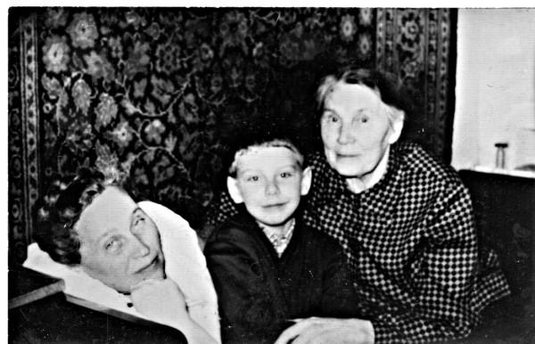 мама, Августа и Андрей.jpg