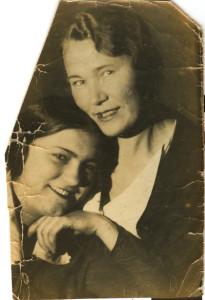 Бабушка с сестрой, 2.jpg