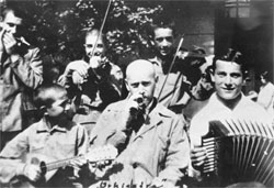 Януш Корчак с оркестром Дома Сирот