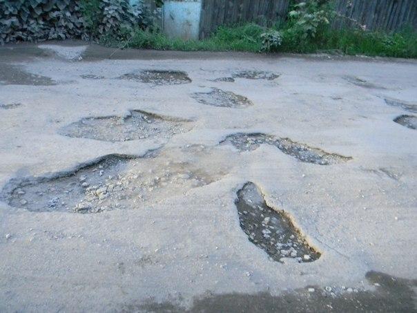 Как добиться ремонта дороги с помощью 2-3-х листов бумаги?</p> <p> Очень просто!»></div></p> <p>Администрацию не нужно просить о ремонте, от администрации нужно требовать ремонта, т.к. любая администрация и любой мэр обязаны учитывать мнение горожан и выполнять их законные требования.</p> <p><b>При этом жители одной улицы вполне могут подписать заявления по другим улицам, т.к. это дороги одного района, тем более если это смежные улицы, по которым приходится ездить всем жителям.</b> Т.е.</p> <p> в одном заявлении можно указать либо одну конкретную улицу, либо несколько смежных улиц — смотрите сами как будет удобнее, чтобы не подписывать 10 заявлений, можно собрать все улицы района в 3-4 заявления.</p> <p>Да, ремонта разбитых дорог приходится именно добиваться! Но это вполне реально и ничего невозможного здесь нет. Так что берите на вооружение эти шаблоны, заполняйте заявления и отправляйте в прокуратуру.</p> <div style=