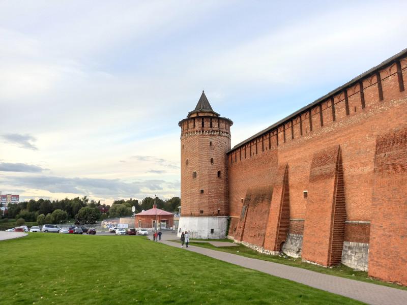 Величественные стены Коломенского кремля