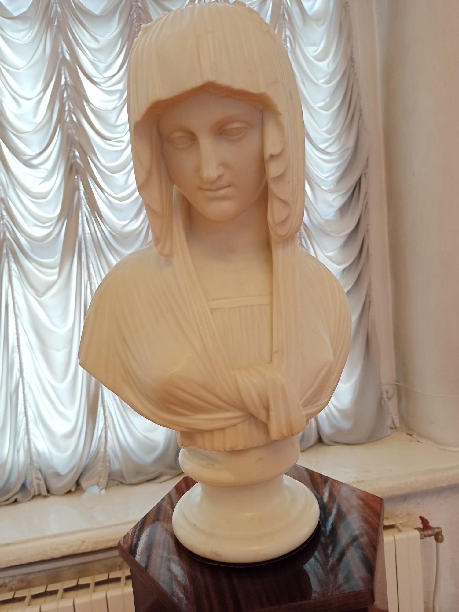 Римлянка (неизвестный скульптор)