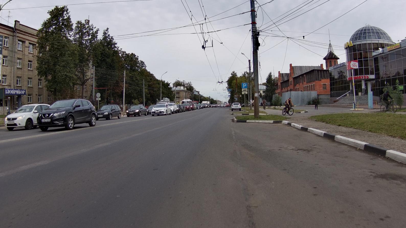 И почему велосипедисты катаются по тротуарам, тёмным тротуарам?