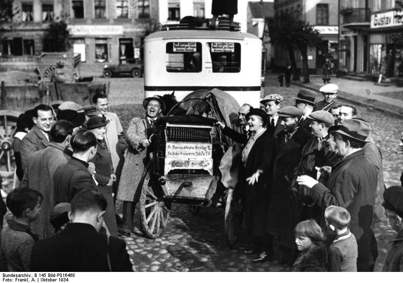 Bundesarchiv_B_145_Bild-P016468,_Ostpreußen,_Rundreise_des_Senders_Königsberg