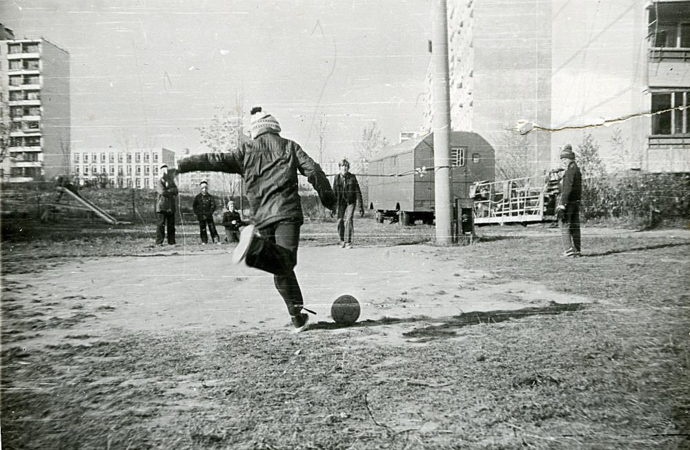 70935 Беляево. Футбол во дворе кон. 70-х Е. Давыдов