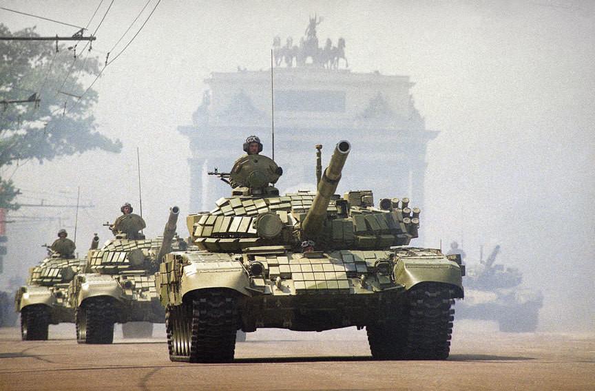 773873 Кутузовский проспект. Российские танки Т-72 на параде Победы