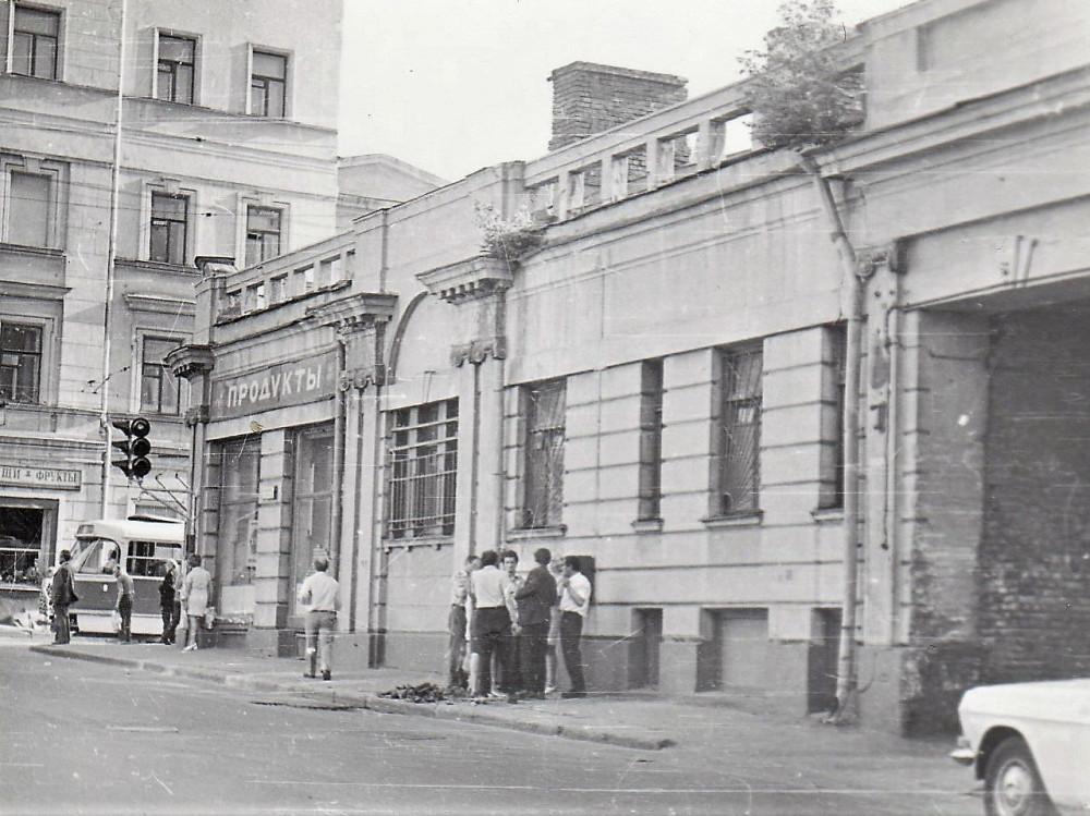 773901 Магазин на улице Дурова Юля ЯРОШ(Гофман) 70-е