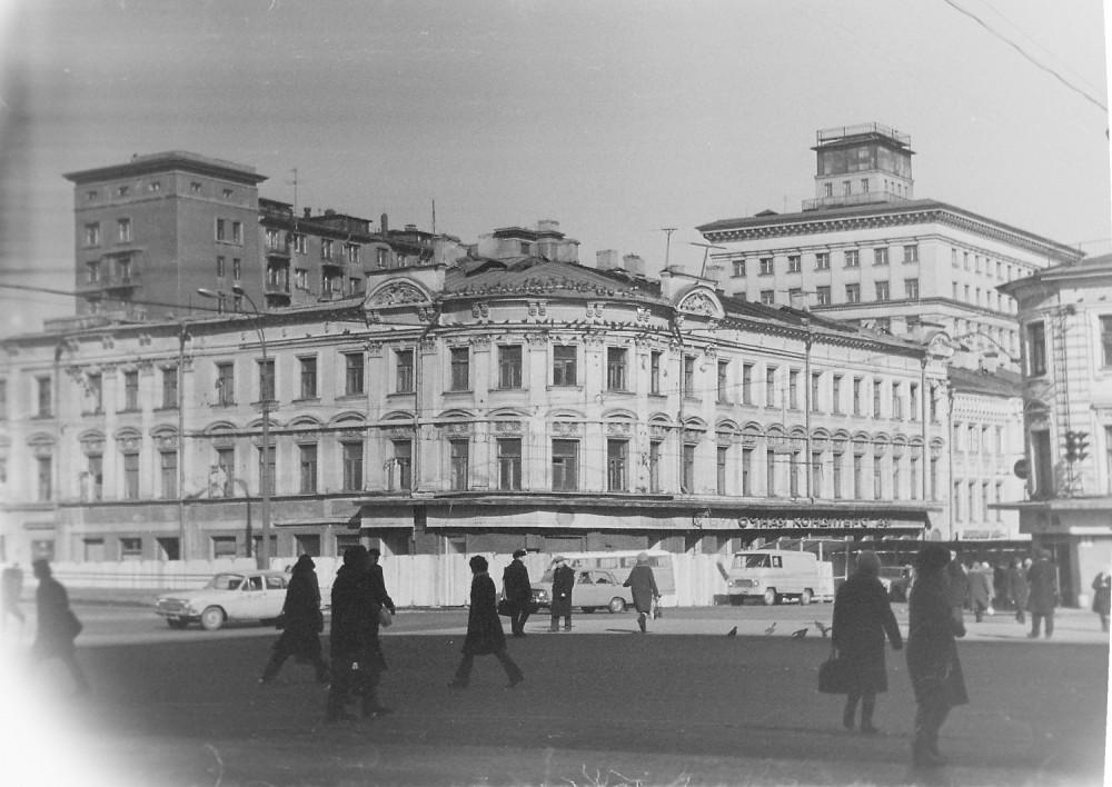 32521 Дом на углу Тургеневской площади и улицы Кирова 75