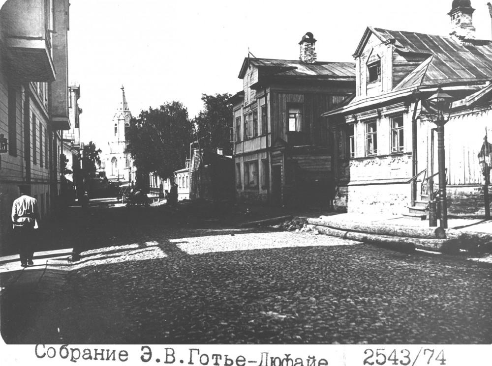 16466 Большой Благовещенский (7-й Ростовский) переулок. Вид в сторону церкви Благовещения