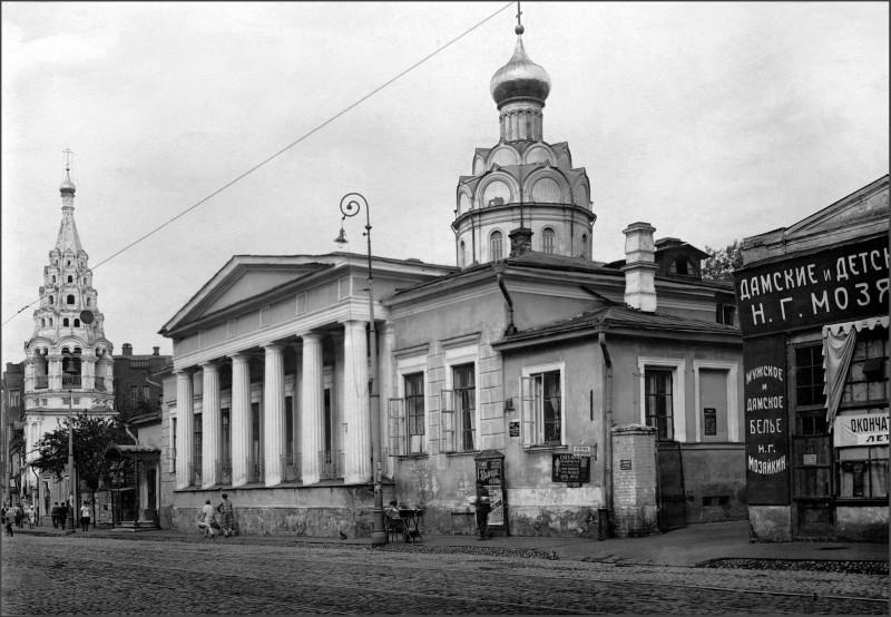 """Дом с привидениями"" на Арбате и Никола Явленный"