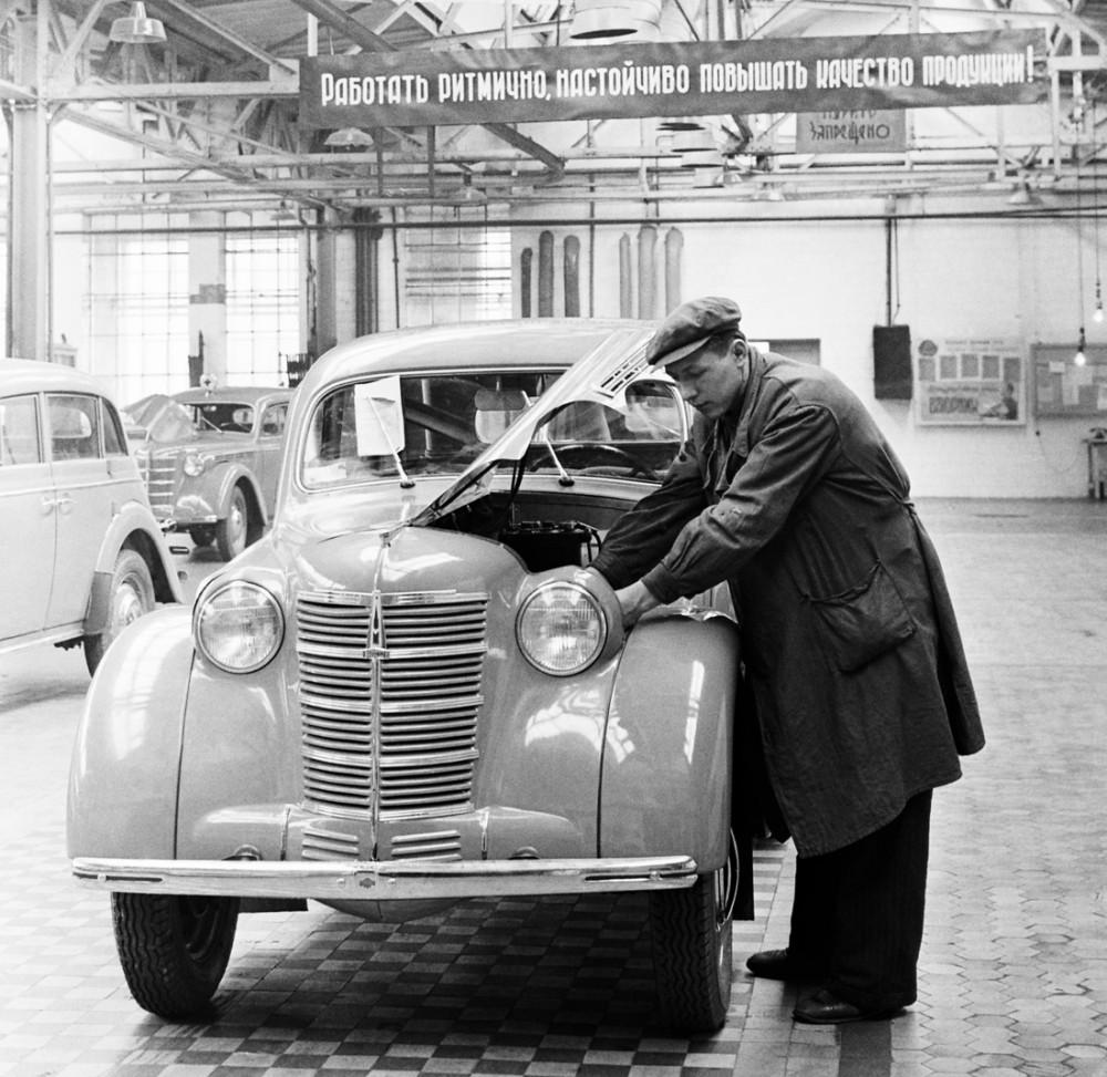 778997 ЗМА (МЗМА). Первые автомобили года на выходе В. Хухлаев. 53