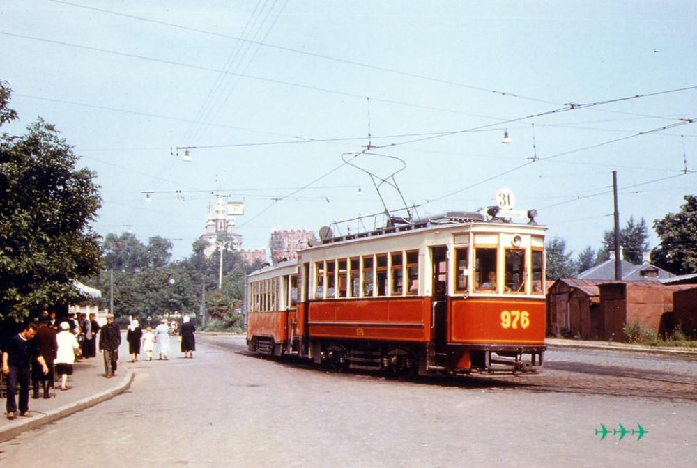19017 Трамвай у монастыря