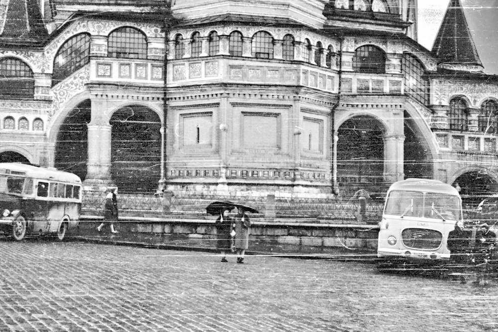 У Василия Блаженного потёртости, чтото, трогательное, 19631964, Кулакова, помнит, микроавтобус, справа