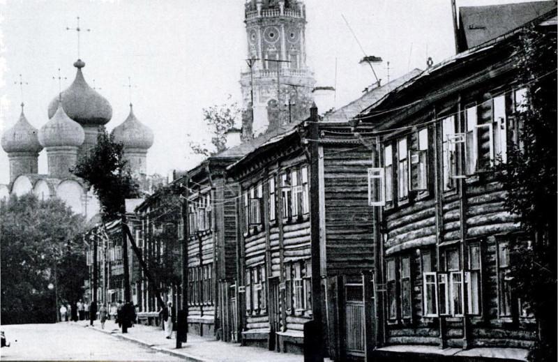 93432 Вид на Новодевичий монастырь из Учебного переулка