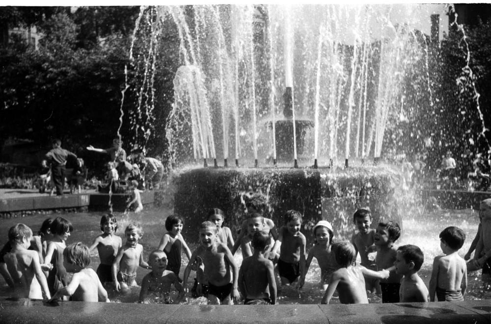 786866 Советская площадь. Оазис детства кон 50-х Л.М. Доренский.